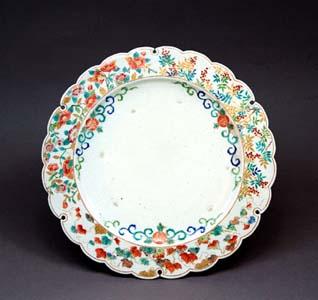 薩摩色絵金彩草花文雪輪形台皿