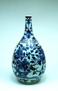 古伊万里(藍柿右衛門手)染付桜花図瓶